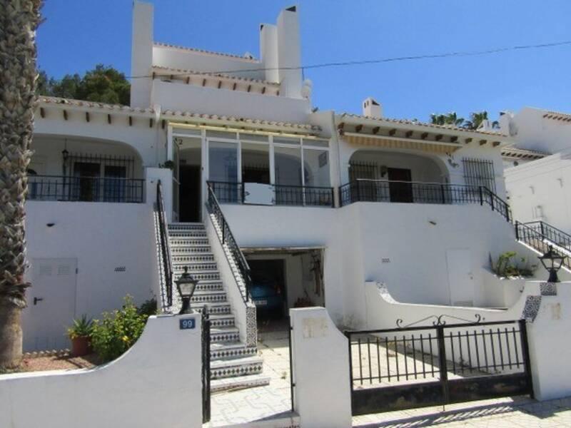 Townhouse for sale in Villamartin, Alicante