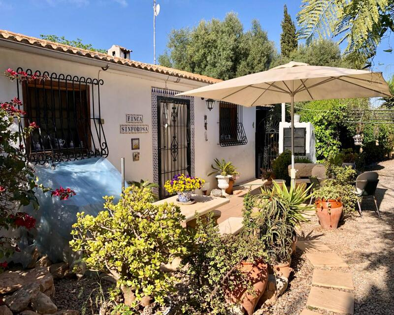 Country House for sale in Los Montesinos, Alicante