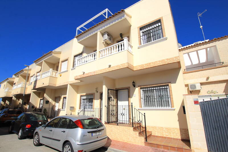 Townhouse for sale in Daya Vieja, Alicante