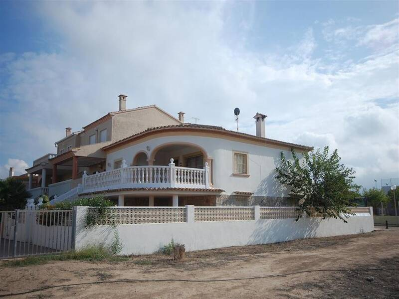 Villa for sale in Oliva, Valencia