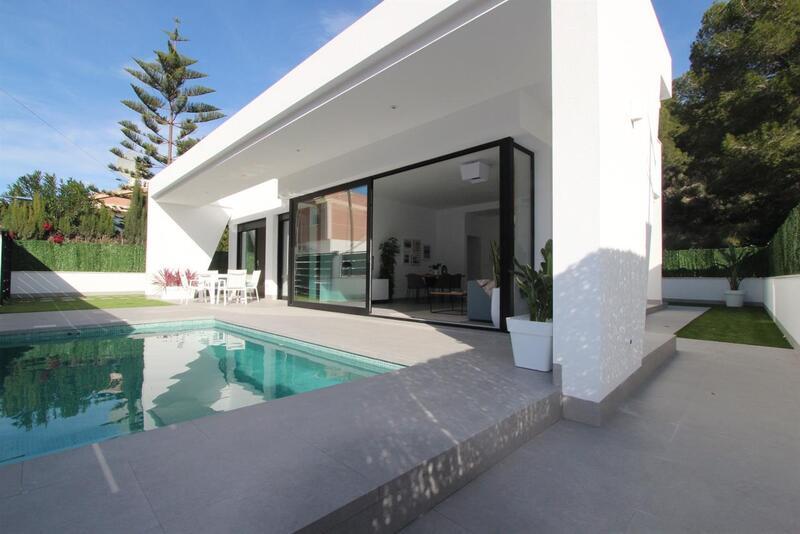 Villa for sale in Pinar de Campoverde, Alicante