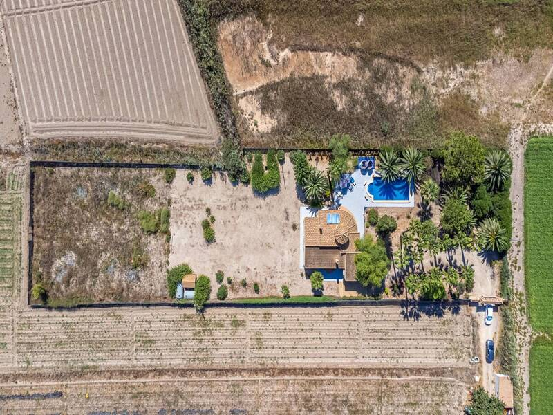 2 Bedroom Country House for sale