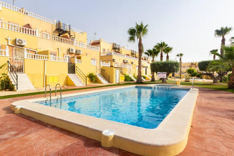 Villa for Long Term Rent in La Zenia, Alicante