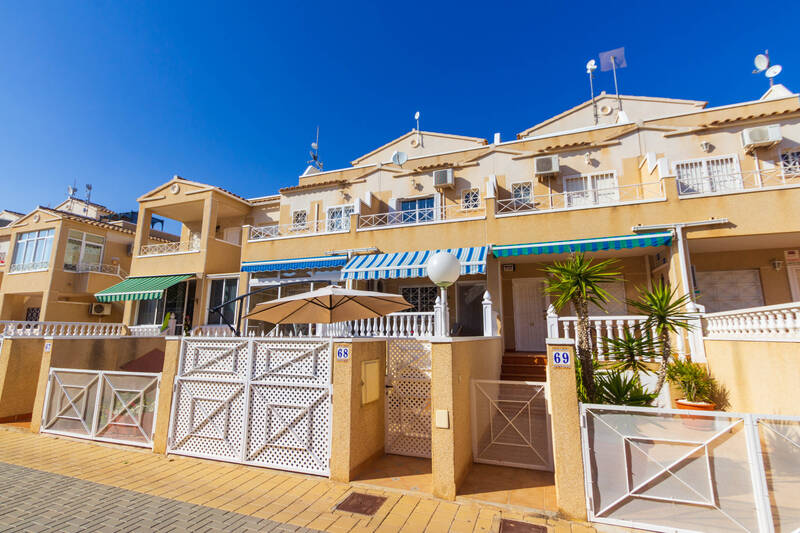 Townhouse for sale in Playa Flamenca, Alicante