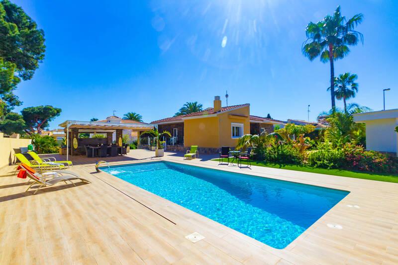 Villa for sale in La Zenia, Alicante