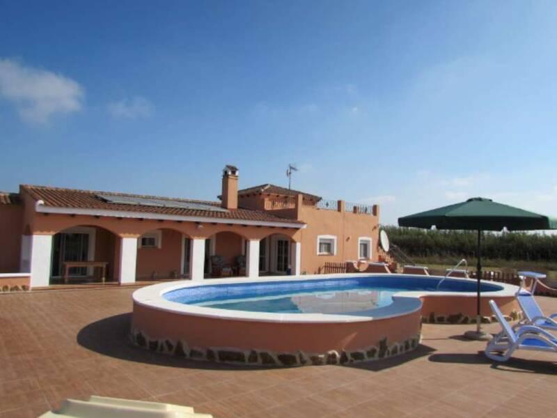 Villa for sale in Dolores, Alicante