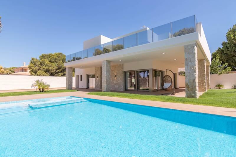 Villa for sale in Campoamor, Alicante