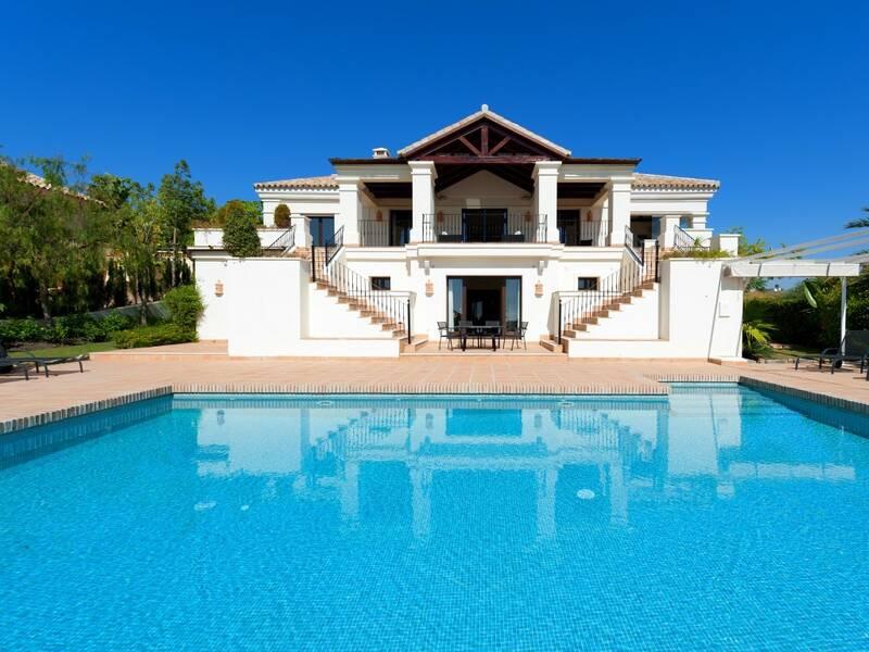 Villa for sale in El Paraiso, Málaga