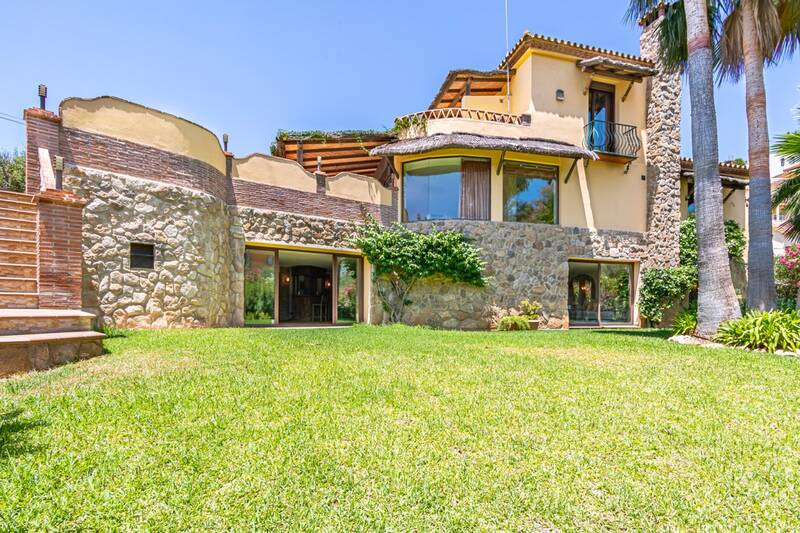 Villa for sale in Fuengirola, Málaga