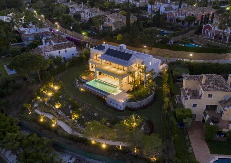 Villa for sale in Estepona, Málaga